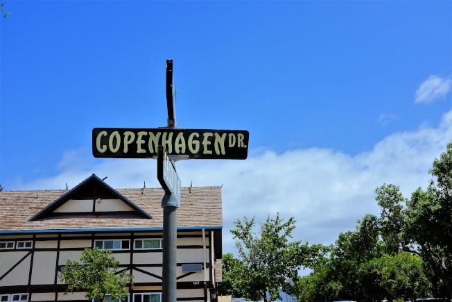 鎮上的街道,甚至就以丹麥首都「哥本哈根」來命名。