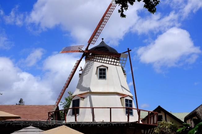 索夫昂自40年代中期起在鎮上建造風車,現在全鎮共有四座類似的風車。