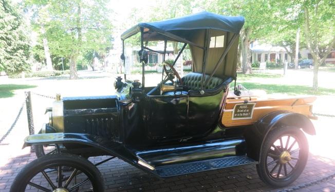 艾米林費日克的轎車。