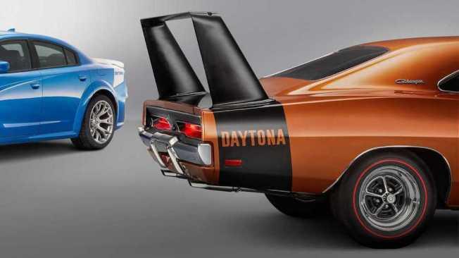 50周年紀念版的車尾是致敬1969 Charger Daytona的經典塗裝。(Dodge)
