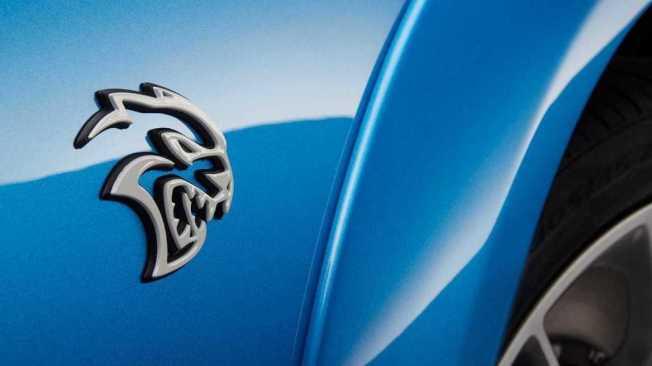 Dodge性能車款SRT Hellcat地獄貓的銘牌。(Dodge)