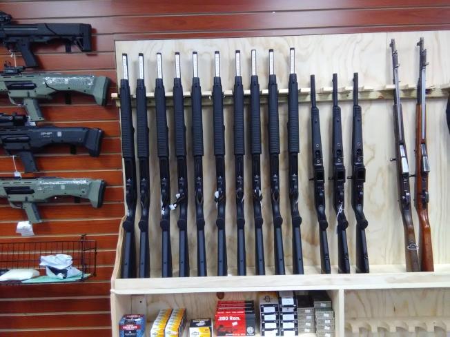 華人喜歡購買價格1000元左右的槍。(圖:韓傑攝影)