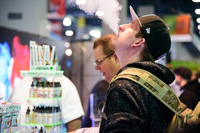 青少年使用電子菸的比率升高。(Pixabay)