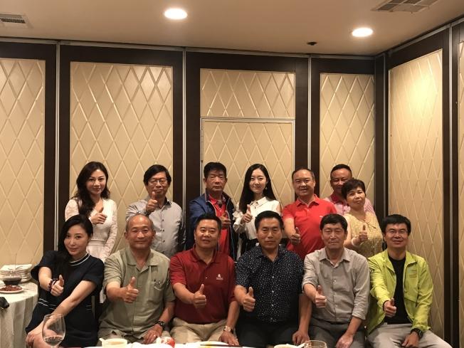 華人營建工會日前與長江商學院就中美貿易戰新形勢舉行高峰座談會。(姜曉東提供)