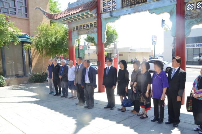 中美洲瓜地馬拉廣東同鄉會日前訪問華埠傳統僑團,並向國父銅像獻花。(記者王全秀子╱攝影)