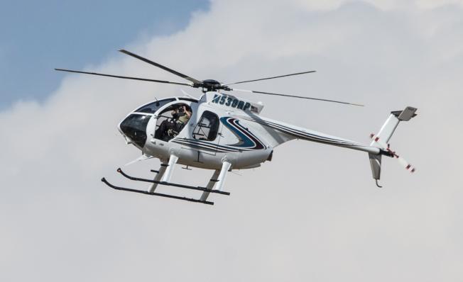 德州西部31日發生擊案後,執法當局出動直升機在空中監控。美聯社