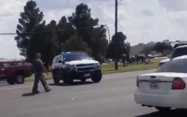 德州西部31日發生槍擊案後,警方封鎖周邊道路。美聯社