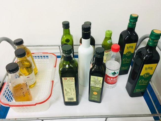 參加「橄欖油高級品鑑師培訓班」的學員,要試喝50種橄欖油樣本。(取材自錢江晚報)
