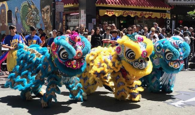 柔功門的醒獅隊已成為舊金山華埠各項喜慶活動必見的成員,深受歡迎。(記者李秀蘭/攝影)