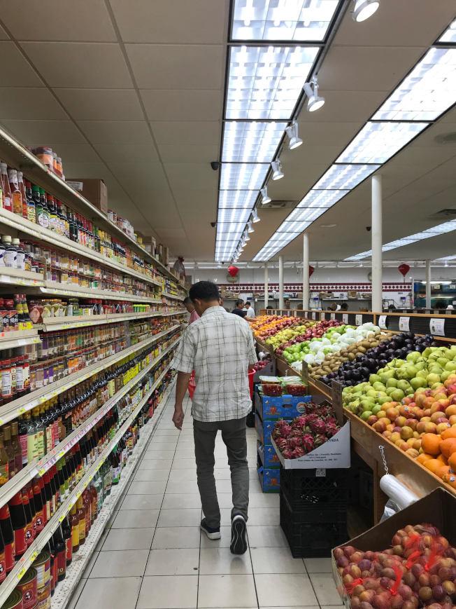 華人超市貨物琳瑯滿目。(熊傳慧攝影)