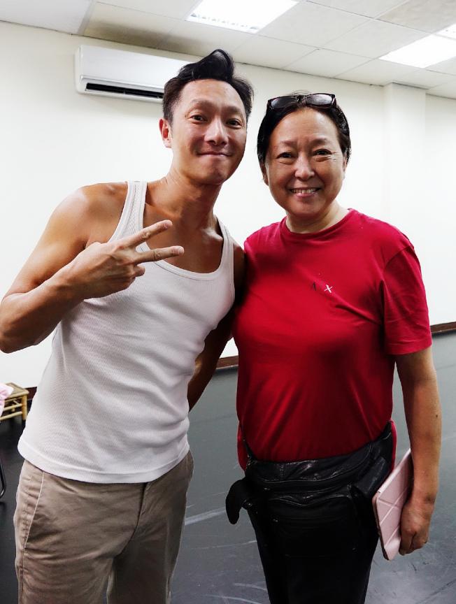 謝祖武(左)首度參加舞台劇就得到方芳戲劇指點。圖/全民大劇團提供