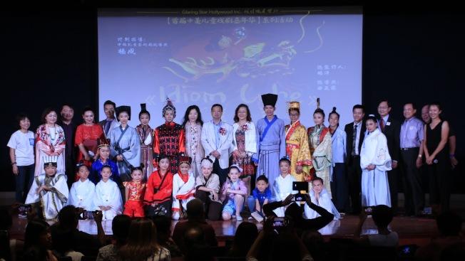 美國華人兒童演繹英文成語故事,中國兒童藝術劇院經典兒童劇「成語魔方」31日在尼克森圖書館上演。(記者張宏/攝影)