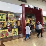 勞工節特惠 購物中心湧人潮