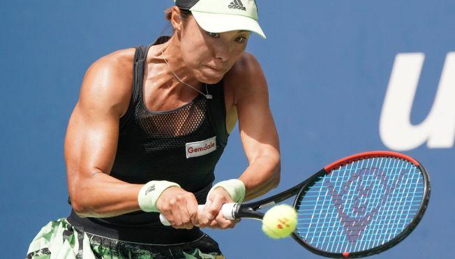 中國金花王薔1日在美網公開賽女單比賽中,爆冷完勝第二號種子巴蒂,進入大滿貫八強。圖為王薔在比賽中拚勁十足。(Getty Images)