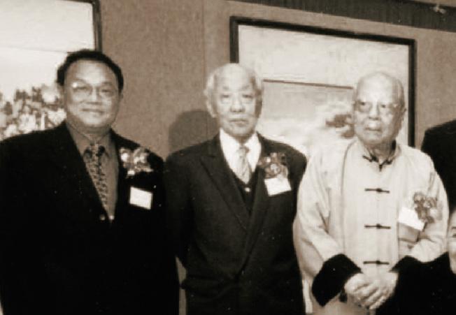 紐約中華文化交流協會會長、世界日報副董事長李厚維(左)與張隆延(中)、王己千合照。