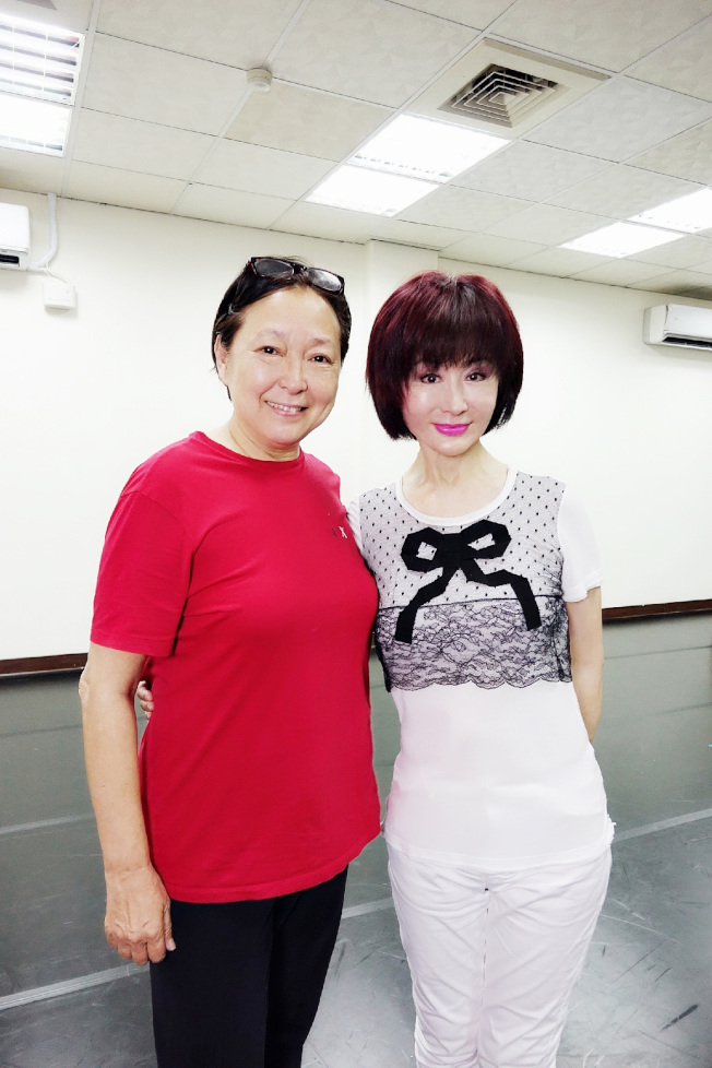 方芳(左)與潘迎紫兩大國寶級女星首度同框。(圖:全民大劇團提供)
