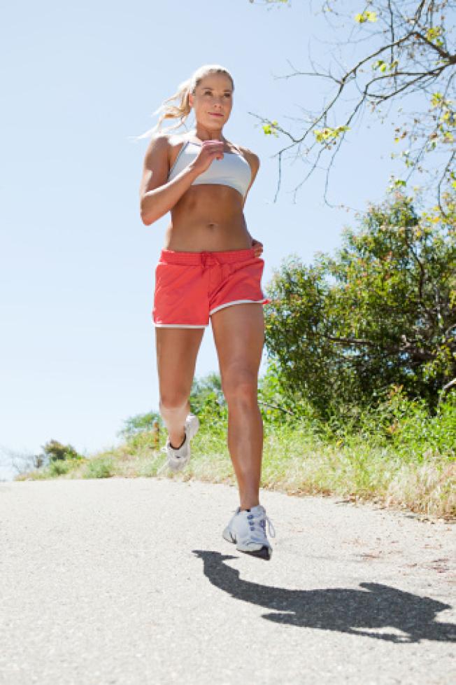 慢跑屬於中強度運動。(Getty Images)