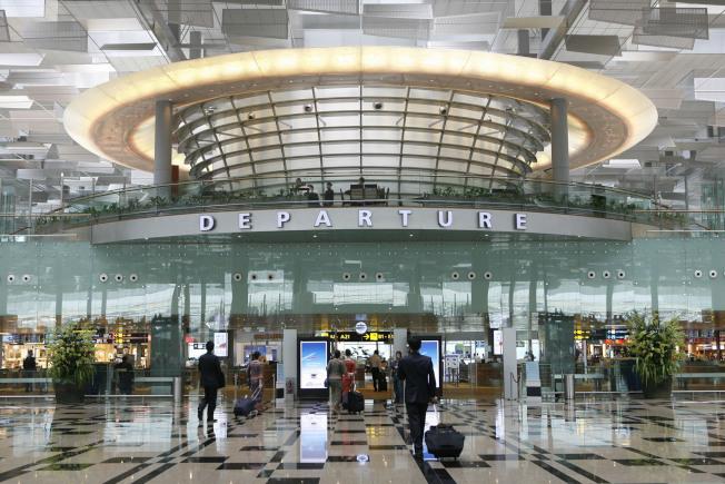 一名男子日前在新加坡樟宜機場買機票卻不登機,慘遭警方逮補,圖為新加坡樟宜機場。美聯社