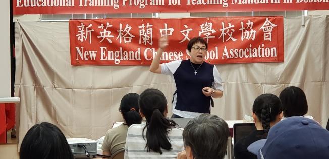 路永宜老師講配合教學的劇本編寫。(記者唐嘉麗/攝影)