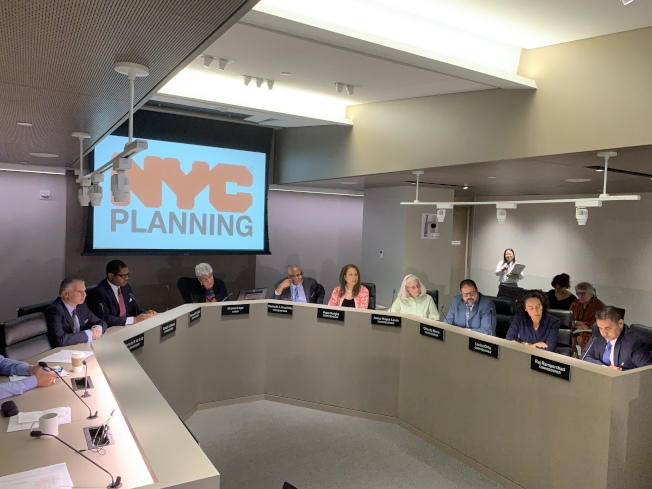 市都市計畫委員會3日舉行公聽會,以九票贊成、三票反對通過市府在全市四區社區建設監獄的建案計畫。(記者和釗宇/攝影)