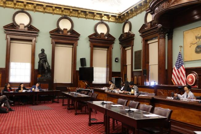 市議會就多項公共負擔新規相關提案進行公聽。(記者金春香/攝影)