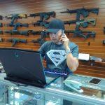 沃爾瑪停售手槍、短管步槍子彈 入店禁攜槍