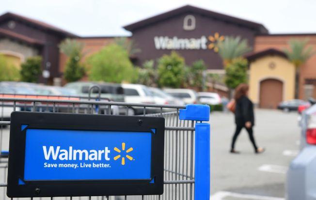 美國各地連日傳出濫射案,死傷多人,震撼人心。連鎖超市沃爾瑪3日重大宣布,即日起不再出售手槍與攻擊步槍的子彈,以安穩人心,負起社會責任。(Getty Images)