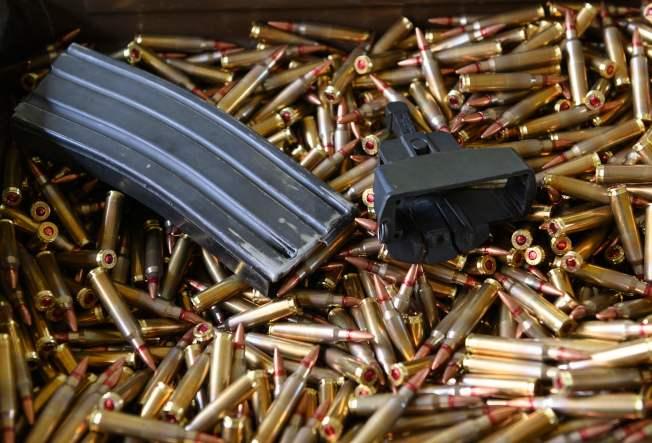 連鎖超市沃爾瑪3日重大宣布,即日起,不再出售手槍與衝鋒槍的子彈。雖然收益大損,但是贏得好評。(Getty Images)