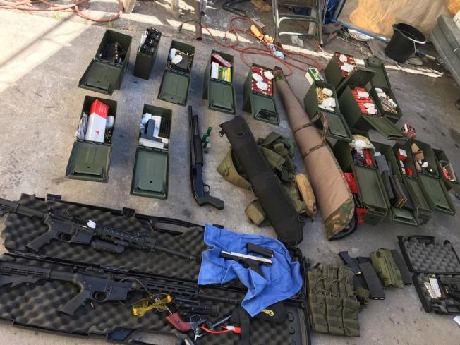 國會復會後即將討論限制子彈數量的彈匣。圖為加州警方上月展示非法的高量子彈的攻擊衝鋒槍。(路透)