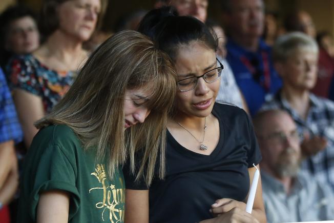 德州奧德薩濫射案後,當地居民仍哀傷不已。(美聯社)