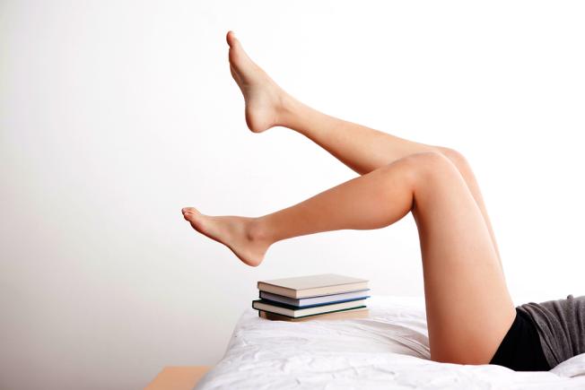 在網路一搜關鍵字「長得高」卻會發現一條又一條寫著長高容易得癌症的網路文章,甚至稱腿長與大腸癌有關。(圖:ingimage)