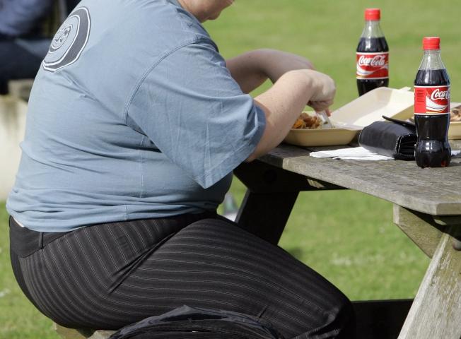 速食和碳酸飲料造成人們肥胖。(美聯社)