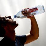 預防熱傷害 多喝水別逞強