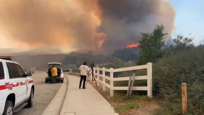 河濱縣境內野火進一步擴大,燃燒面積逾2000英畝。(CBS電視台)