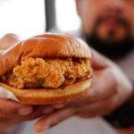 買雞肉三明治向隅 餓客拔槍