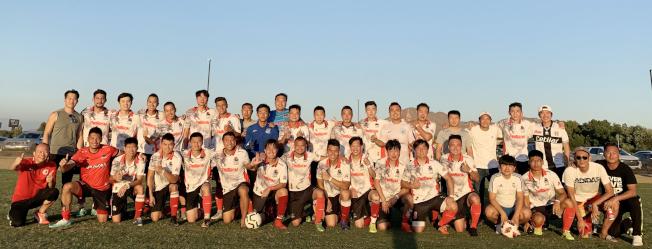 第十九屆北美華人足球冠軍賽日前成功落幕,代表洛杉磯的龍威足球隊榮獲亞軍。(圖:趙炯立提供)