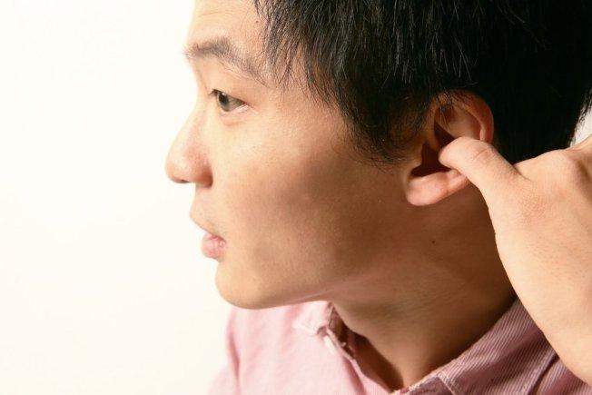 醫師表示,耳屎堆積請找耳鼻喉科協助清理,不要自行亂挖耳朵。(本報資料照片)