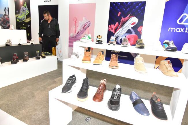 中國自主品牌奧康、Max Bahr、紅日等,此次都有參展,在美建立中國品牌形象。(高傑文/攝影)