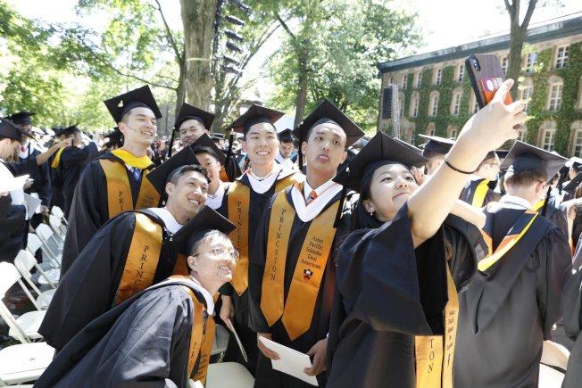 圖為普大今年畢業典禮。(臉書官網)