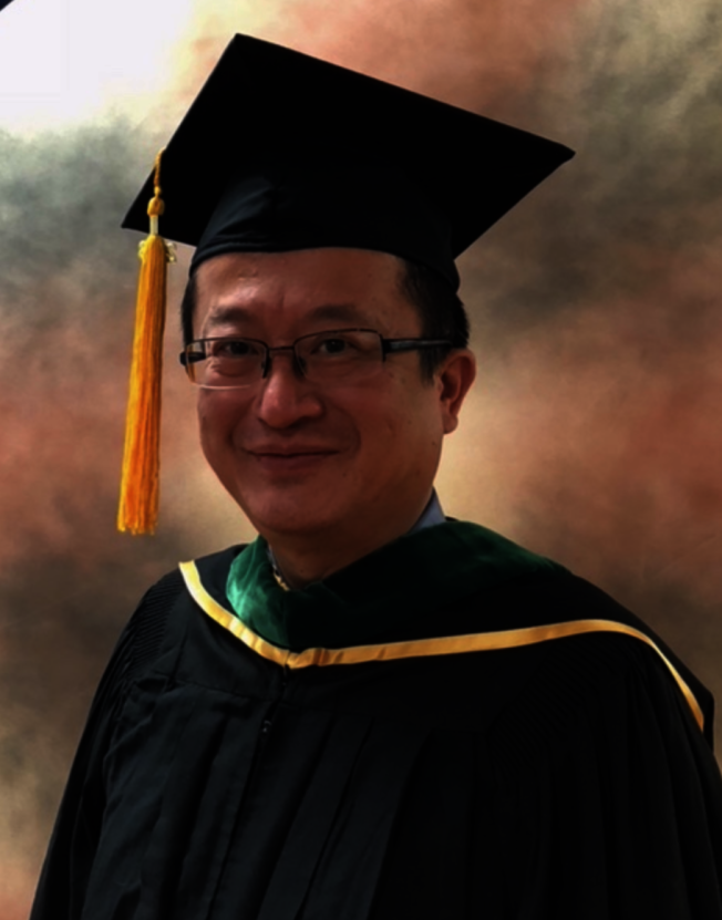 全美台灣同鄉聯誼會前總會長李秉信正朝向取得中醫博士學位前進。(李秉信提供)