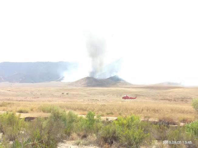 6日山火得控,部分山地焦黑一片。(鍾先生提供)