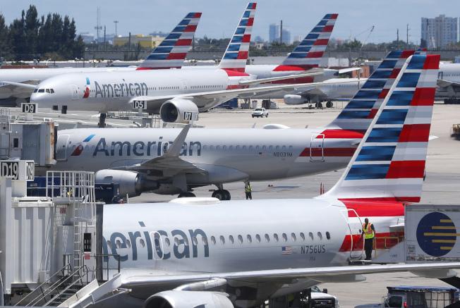 美國航空公司 (AA)一名機工被控破壞飛機,因為他不滿工會合約談判受阻影響他的收入。(美聯社)