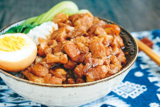 台灣美食滷肉飯。