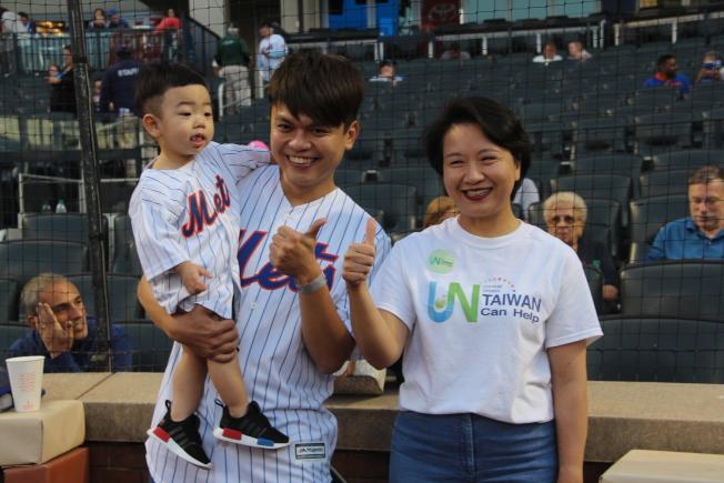 蔡阿嘎7日擔任「大都會台灣日」的開場嘉賓,右一是徐麗文。(記者賴蕙榆/攝影)(記者賴蕙榆/攝影)