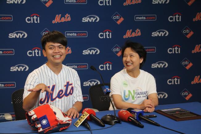 蔡阿嘎表示,完成了蔡英文交代須投入好球帶的任務。(記者賴蕙榆/攝影)