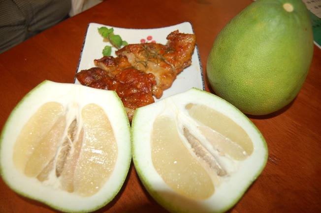 柚子皮醃肉,烤出來的肉更開胃。(本報資料照片)