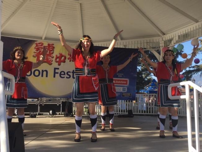 熱烈奔放的台灣民族舞,倍添節日喜慶。(記者楊青/攝影)