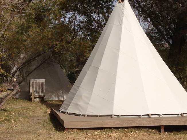 中國農場內的旅館是印第安人的帳篷群。(圖為作者提供)