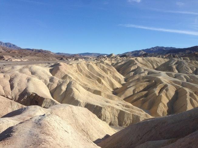死亡谷國家公園裡的扎布麗斯基點,沙丘起伏。(圖為作者提供)