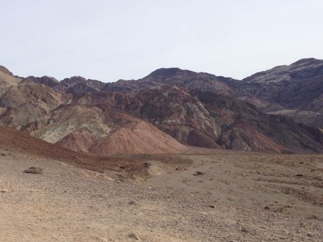 死亡谷國家公園裡的藝術家之路的山石,顏色豐富。(圖為作者提供)